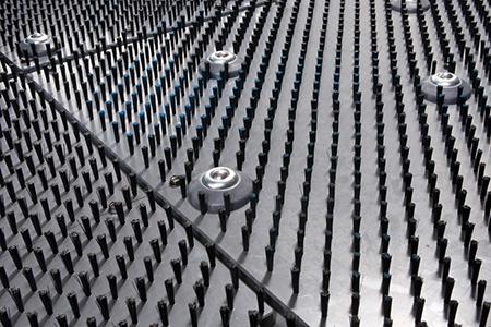 Radni sto sa četkama i kuglama - za obradu debljih limova