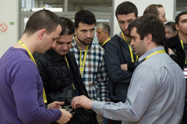 Diskusija tokom tehnološke izložbe